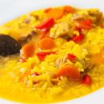 Riz au bouillon andalou, avec du poulet.